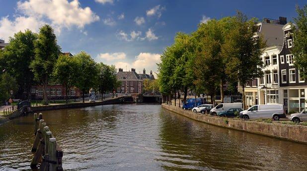 Verwaarloosde kades in Amsterdam gaat de stad miljoenen kosten