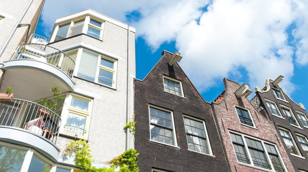 De bouw van nieuwe huurwoningen in Amsterdam loopt vertraging op