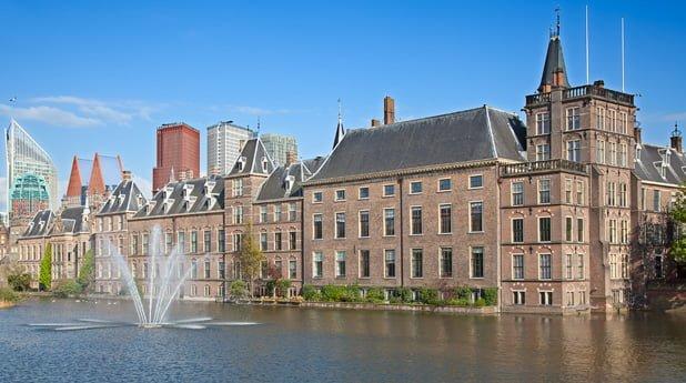 Is er een bouwbedrijf dat de renovatie van het Binnenhof aandurft
