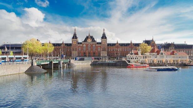 Wonen op het water krijgt een nieuwe dimensie in Amsterdam