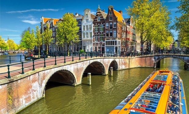 Amsterdam moet fors investeren voor herstel van bruggen en kades