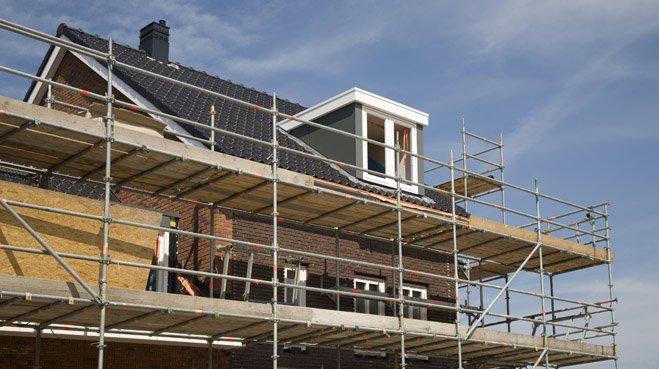 De bouw van nieuwe huizen blijft nog steeds achter bij de vraag