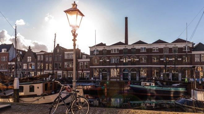 De slimme lantaarnpaal moet het straatbeeld in Rotterdam gaan bepalen