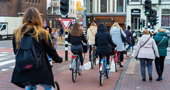Nederland groeit, vergrijst en wordt diverser binnen enkele decennia