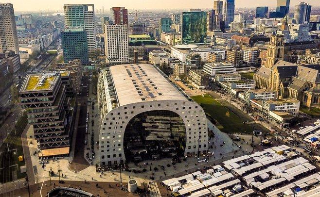 Leegstand in de Markthal in Rotterdam is voorbode van zware tijden voor winkelvastgoed