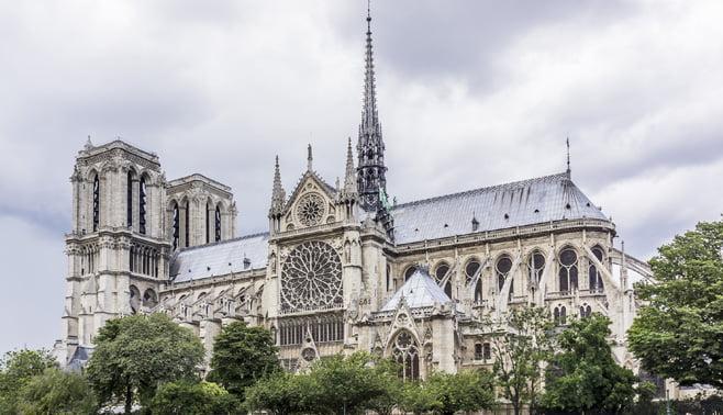 Nieuwste technieken helpen bij de herbouw van de verwoeste Notre Dame in Parijs
