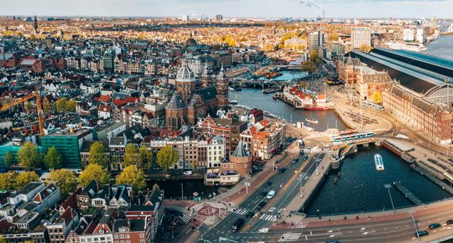 Gemeente Amsterdam stelt nieuwbouw woningen uit vanwege personeelstekort
